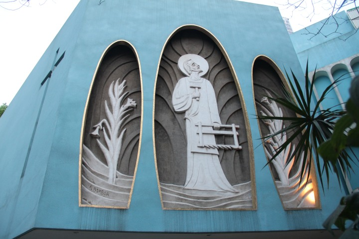 A Filipino Catholic church strongly reminiscent of the 1960s, Pan-Am era of Hong Kong. Image (c) Stacy Libokmeto