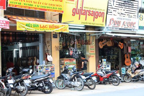 """Guitar Street"" in Ho Chi Minh City. Image courtesy vietnamnet.vn"