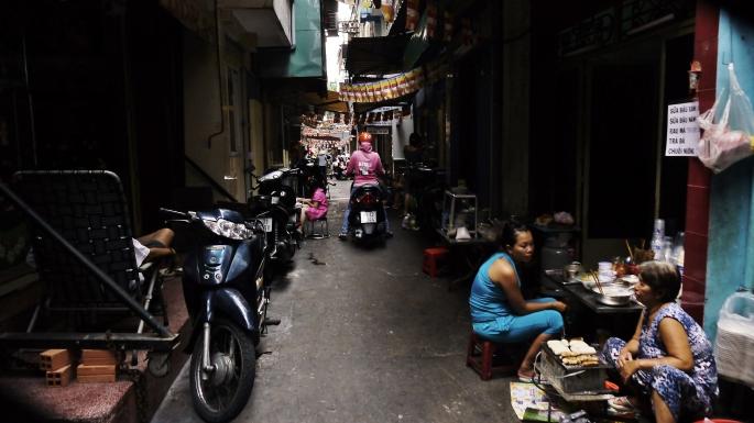 The alleyways of Pham Ngu Lao. Image (c) 2014 Benjamin J Spencer