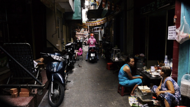 The alleyways of Pham Ngu Lao. Image (c) 2014 Benjamin J Spencer